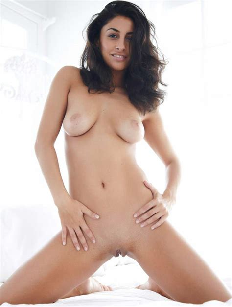 Indian Call Girl Fully Naked Model Photo Shoot Outdoor
