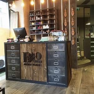 Meuble Pour Vetement : comptoirs agencement de magasin au style industriel ~ Teatrodelosmanantiales.com Idées de Décoration