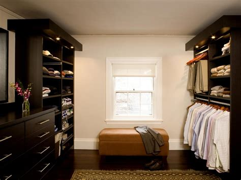 Kleiderschrank Beleuchtung by Closet Lighting Ideas And Options Hgtv
