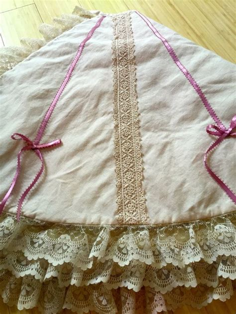 shabby chic christmas tree skirt 468 best images about christmas tree skirts 2 on pinterest christmas trees snowflakes and quilt