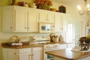 how to paint kitchen cabinets antique white manicinthecity
