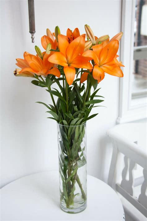 Flowers For Vases by How To Choose The Vase For Your Flowers Interflora