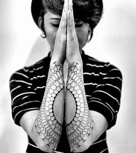 Tatouage De Femme : 15 tatouages manchettes pour les femmes ~ Melissatoandfro.com Idées de Décoration