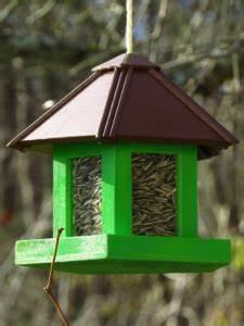 Vogelhaus Bauen Mit Kindern : vogelhaus selber bauen mit kindern vogelfutterhaus ~ Lizthompson.info Haus und Dekorationen