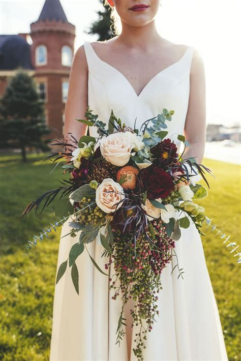 stunning fall wedding flower bouquets  autumn brides