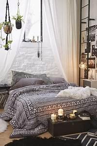 Parure De Lit Cocooning : d co moderne chambre cocooning avec des bougies ~ Teatrodelosmanantiales.com Idées de Décoration