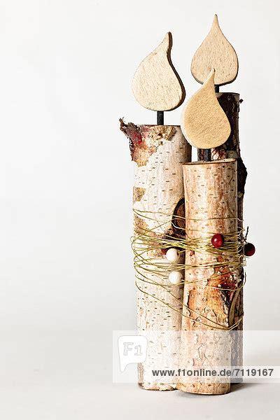 holz deko selber machen weihnachten dekoration holz kerze produktion weihnachten lizenzpflichtiges bild bildagentur f1online 7119167