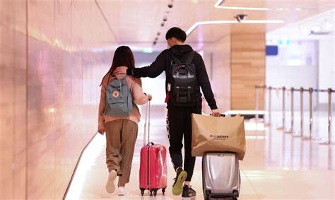 Ķīna slēdz robežu ceļotājiem no Lielbritānijas un Beļģijas ...
