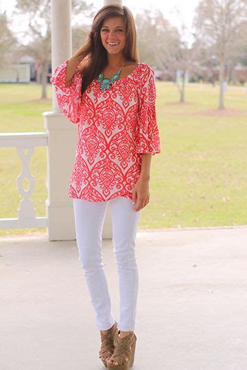 Summer Outfit Ideas with White Pants