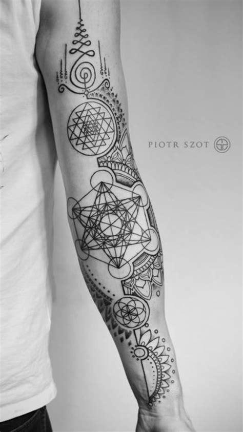 Pin by Andrew Tran on Tattoos   Tatouage, Tatouage Géométrique, Tatouage bras