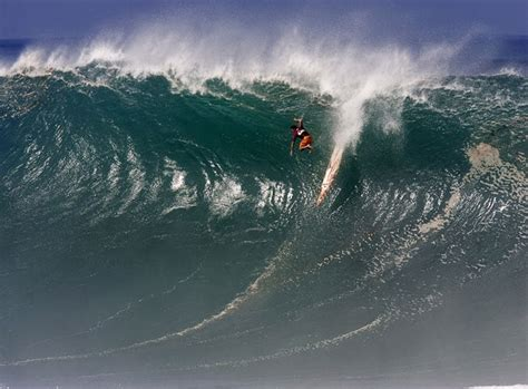 waves biggest wipeout surfers surf hawaii wipeouts wave surfing wipe ever worlds massive reveal flea falling beach hit telegraph under