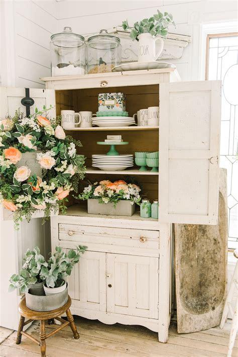 cheerful spring farmhouse dining room   liz marie blog home decor romantic home decor