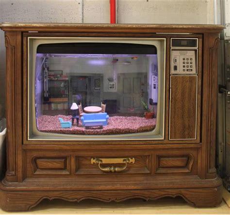 Matt Davidson Recycles An Old Tv Into A Sweet Seinfeld