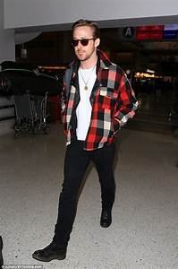 Ryan Gosling leaves LAX after La La Land sweeps Golden ...