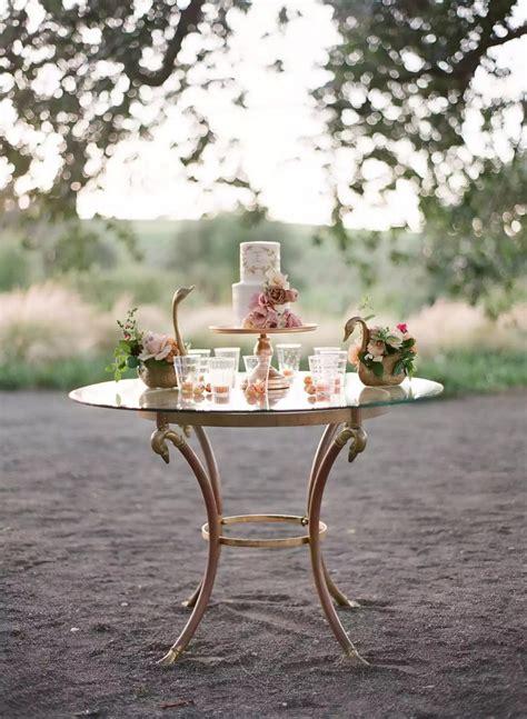 12 วิธีตกแต่งโต๊ะสำหรับวาง เค้กแต่งงาน ให้สวยปัง ดึงดูดสายตา