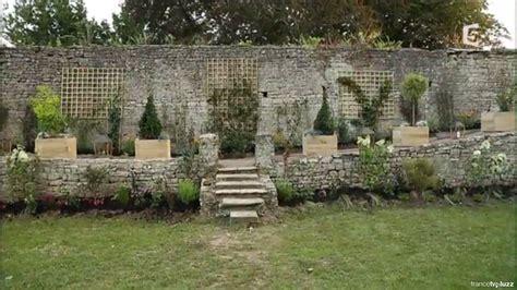 habiller un mur en parpaing exterieur comment habiller un vieux mur de jardin en pas de panique d 233 cryptage de l 233 mission