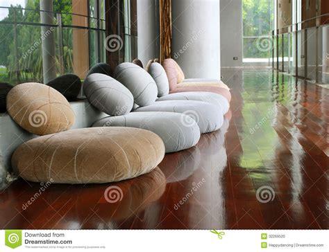 siege meditation siège de coussin dans la chambre tranquille pour la