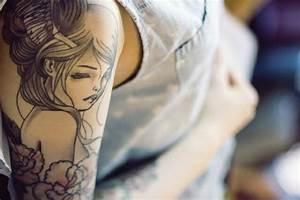 Tattoos Schulter Oberarm Frau : 110 oberarm tattoo designs beispiele f r einen neuen look ~ Frokenaadalensverden.com Haus und Dekorationen