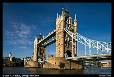 picturephoto tower bridge early morning london