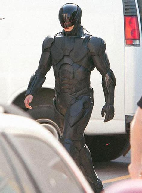 The Last Reel: PHOTOS: RoboCop's New Suit...