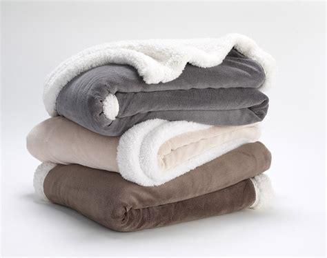 recouvrir un canapé en tissu plaid polaire la plaid