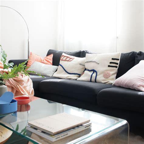 Sofa Mit Kissen Dekorieren by Sofakissen Bilder Ideen Beim Sofa Dekorieren Mit