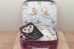 hochzeitsgeschenk geld hochzeitsgeschenk ein reisekoffer voll geld