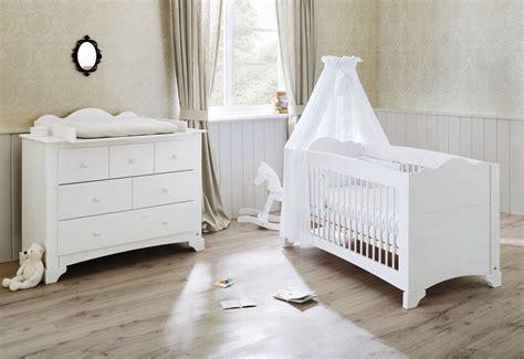 chambre bebe evolutif pack chambre bébé lit évolutif et commode à langer bois