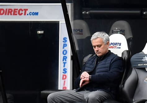 Tottenham caves in late again to frustrate Mourinho