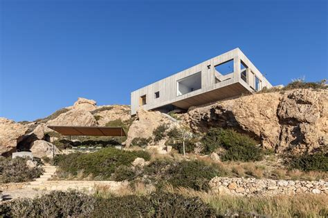 Ooak Architects Designed Patio House On A Cliffside In