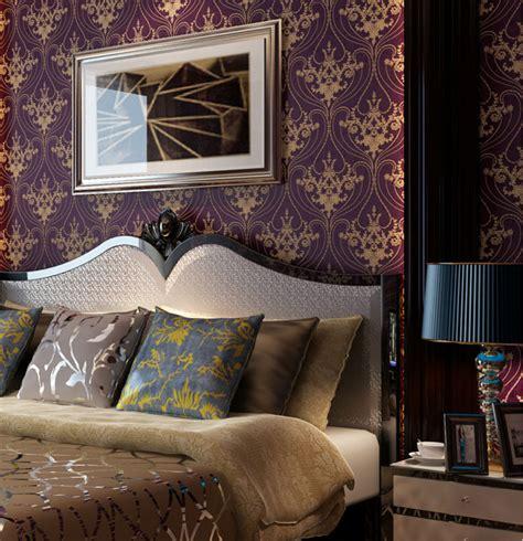 Goldene Tapete Schlafzimmer by Luxury Vintage Golden Damask On Purple Wallpaper
