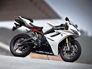 Triumph Daytona 2018 : triumph motorcycles india hike prices across model range for 2015 drivespark news ~ Medecine-chirurgie-esthetiques.com Avis de Voitures