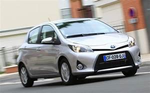 Essai Toyota Yaris : essai toyota yaris hybride 2013 l 39 automobile magazine ~ Medecine-chirurgie-esthetiques.com Avis de Voitures