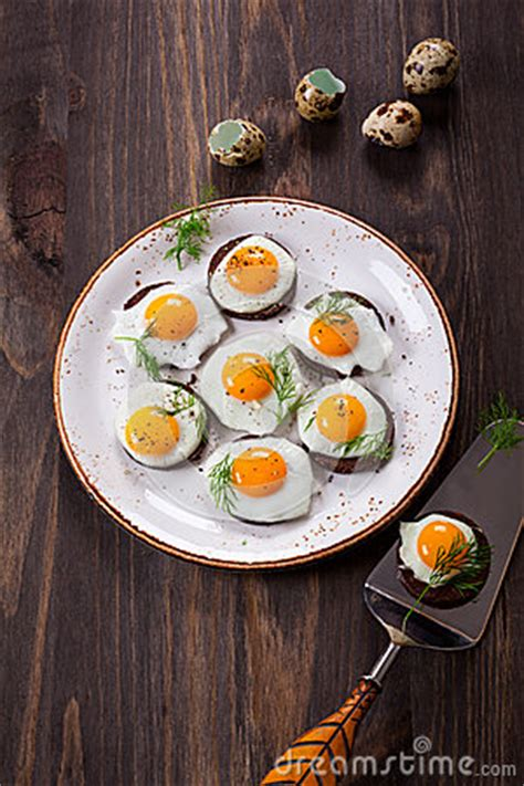 canape oeuf canapes d 39 oeuf de caille photo stock image 49644515