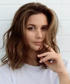 coupes de cheveux mi longs 25 best ideas about coupes cheveux mi longs on cheveux jusqu 39 aux épaules cheveux