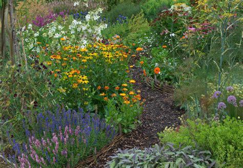 welche pflanzen mö bienen nicht lavendel schnittlauch oregano und co obi verr 228 t die beliebtesten kr 228 uter
