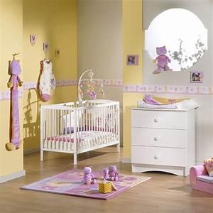 chambre bebe jaune et grise With déco chambre bébé pas cher avec plaid fleuri