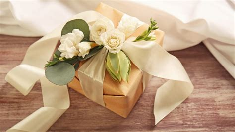 pick  perfect wedding gift
