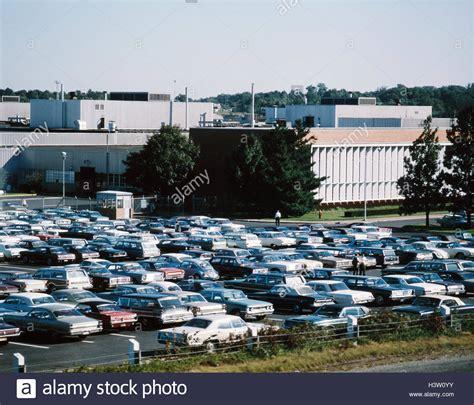 ford motor werk und buero parkplatz autos