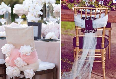 chaise d église décoration de mariage avec du tulle décoration de