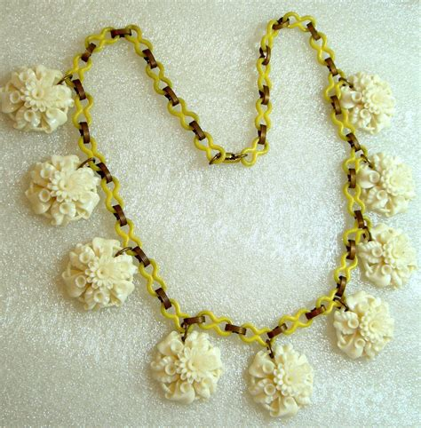 White Vintage Flower Necklace vintage carved celluloid early plastic white flowers