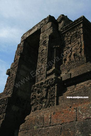 wisata candi jajaghu jago  berada  daerah tumpang