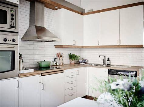 ceramique cuisine tendance tuile subway blanche pour la cuisine 15 idées de dosseret