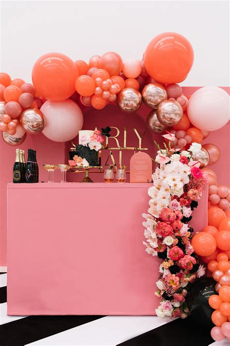 18 Brilliant Balloon Displays + Creative Ways to