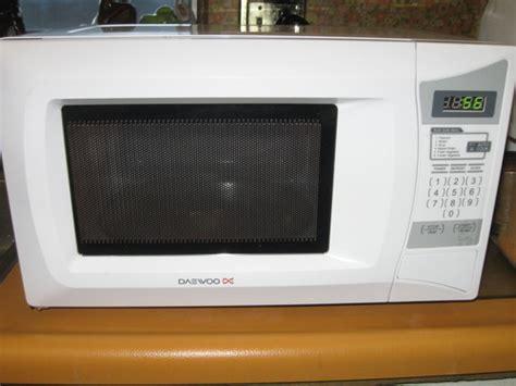 Cheap Daewoo Kor6l0b 0.7 Cu. Ft. 600 Watt Compact