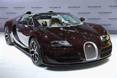 Bugati Car : Volkswagen Just Sold The Last Bugatti Veyron