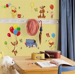 table enfant themes sympas espace votre enfant 25 idees With salle de bain design avec décoration anniversaire winnie l ourson