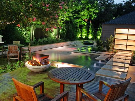 Turn Your Backyard Into Beautiful Lounge Place With These