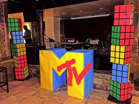 rubix cube towers  mtv logo sign ft tall   ft