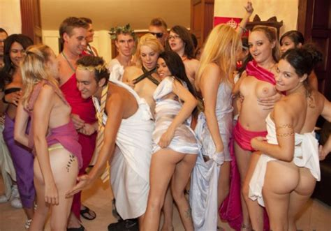 girls party naked roman orgy